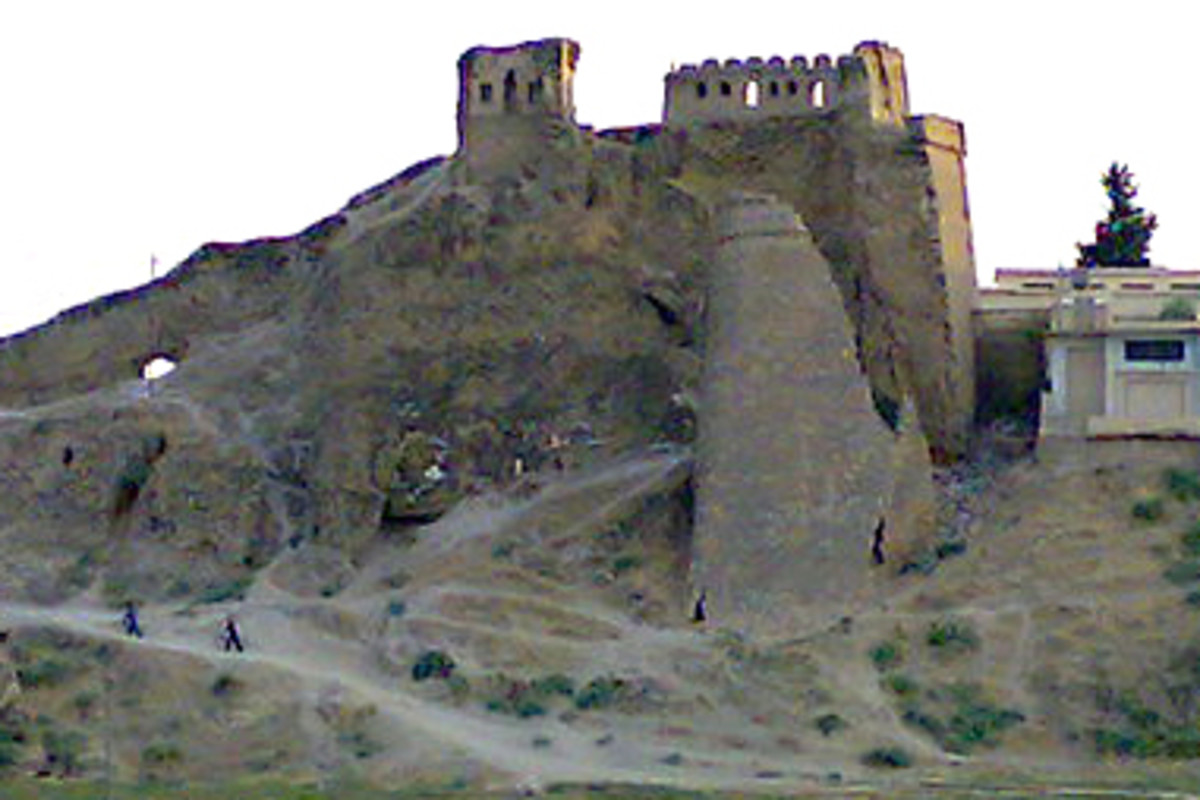Bash Tapia Castle, part of Mosul's defensive wall since the 12th century, was a significant archaeological site, damaged in the Iraqi civil war in 2014, and reported destroyed by ISIL in April 2015