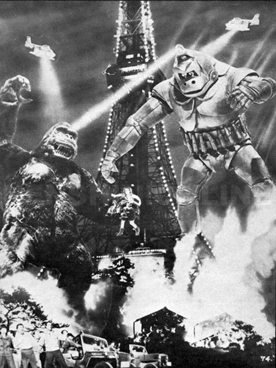 King Kong fighting Mechani-Kong in front of the Tokyo Tower