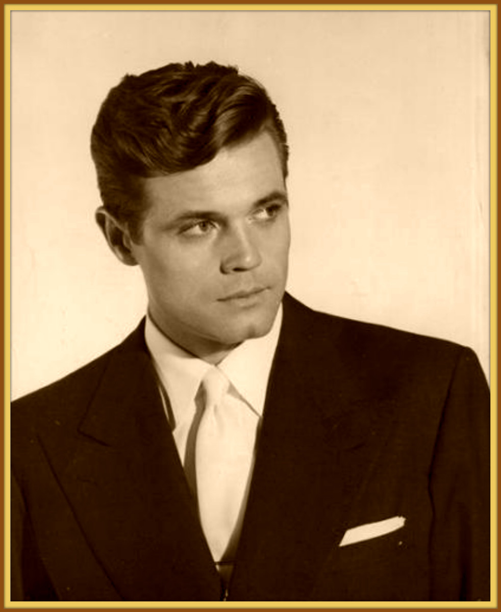 A very young and handsome Jack Lord, from his New York acting days. Jack began to study acting in New York and was very good and dedicated in his performances. He appeared in many good plays both on and off Broadway during this time.
