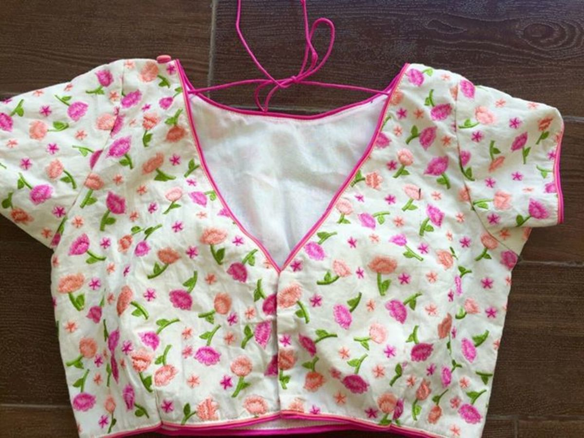 very cute blouse for sari with small pink flower prints