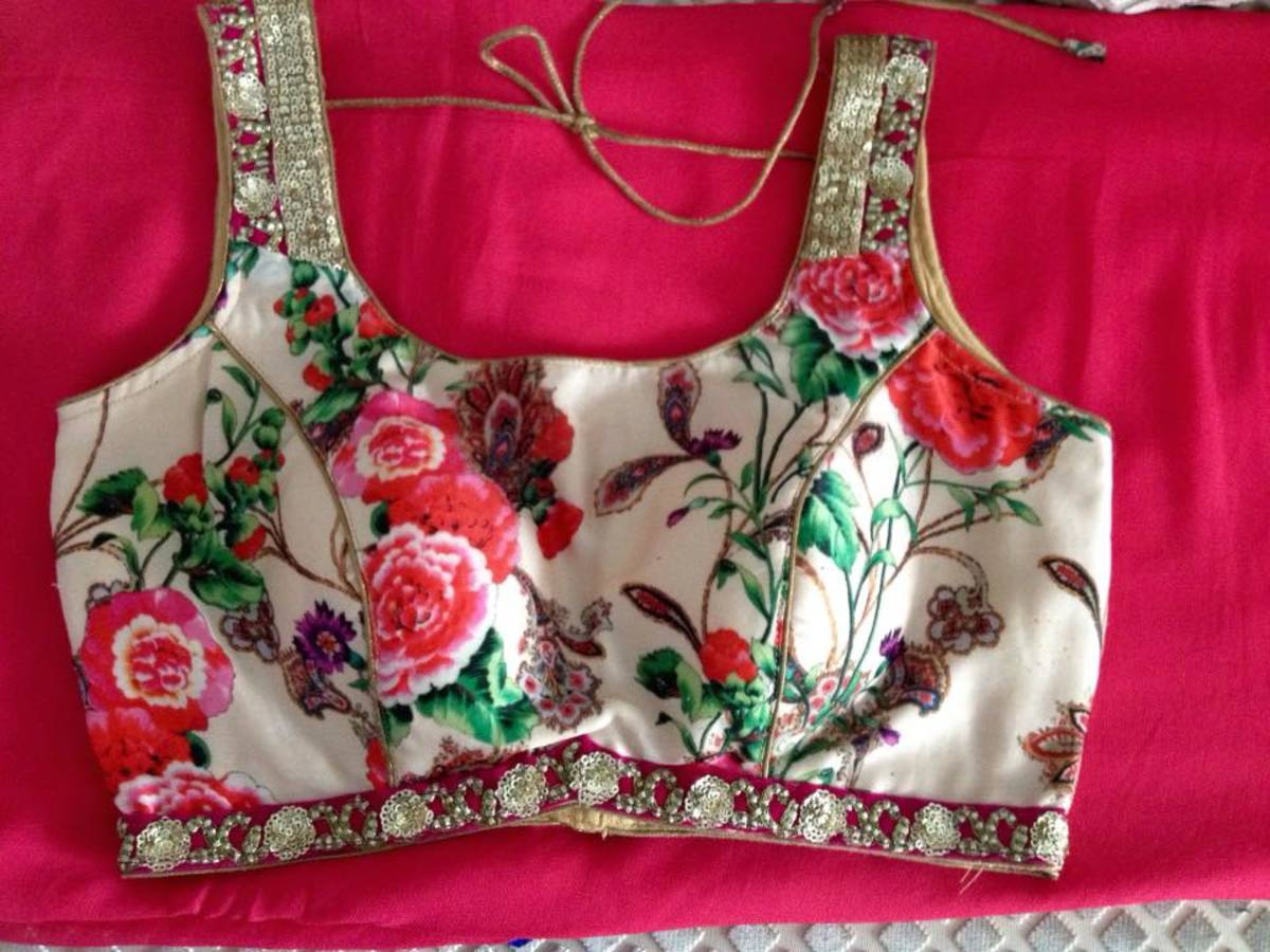 Beautiful rose floral sleeveless blouse for sarie