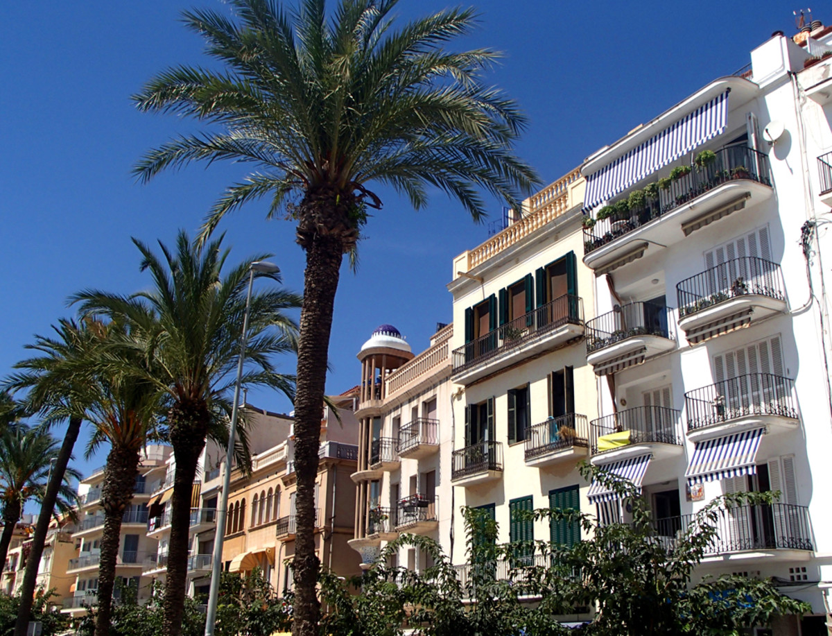 Most expensive real estates in Sitges: villas and apartments facing the seafront.