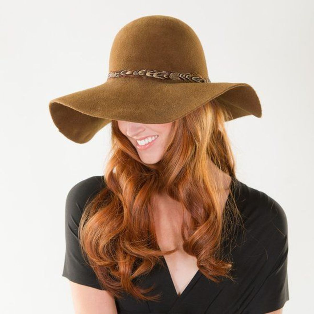 Wide-brimmed felt hat
