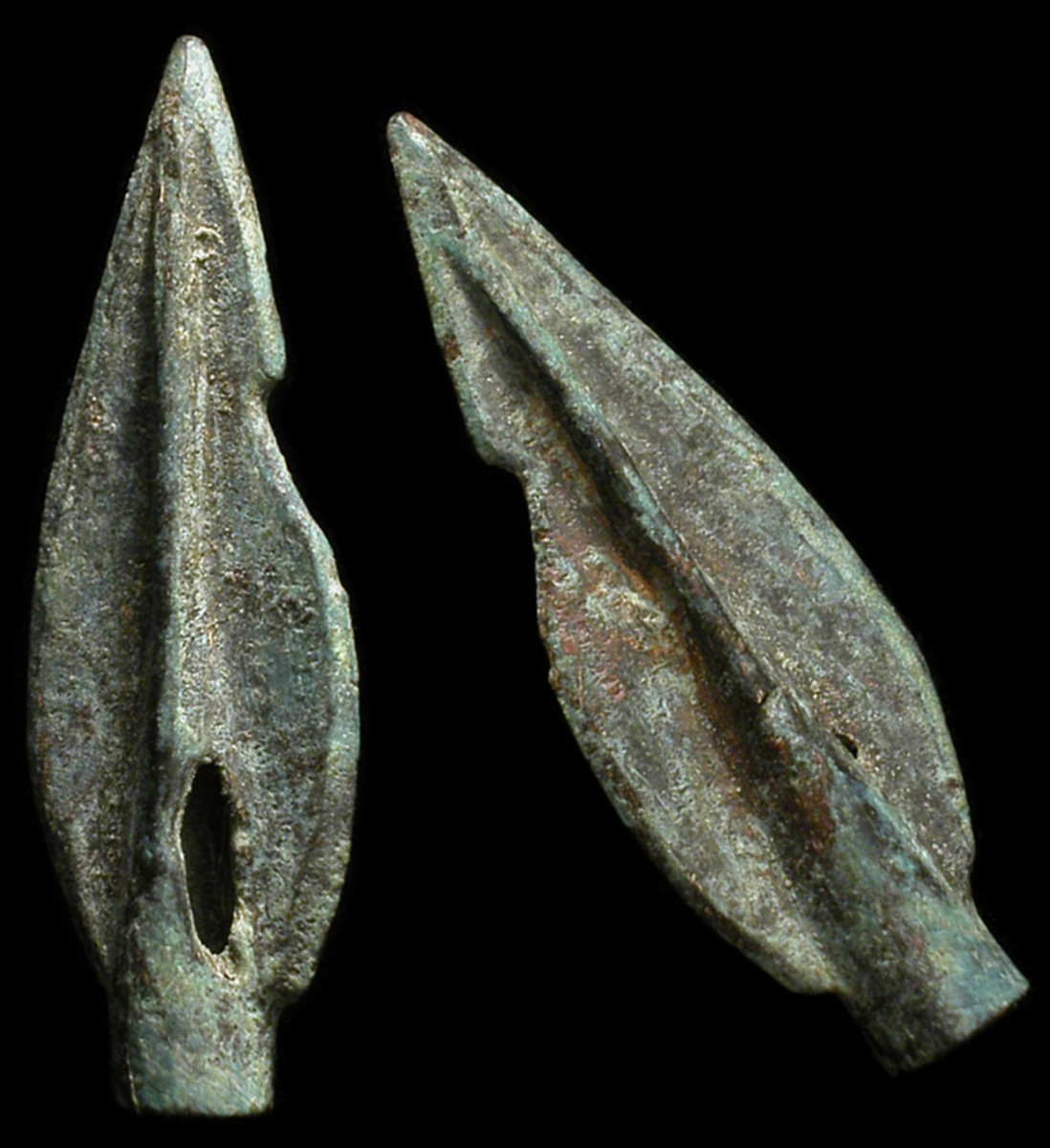 The spear was held one handed, either over or underhand, perhaps depending on the situation, while the other arm was used to hold up the shield. At the business end there was a bronze or iron curved leaf shaped spearhead with a long, cylindrical sock