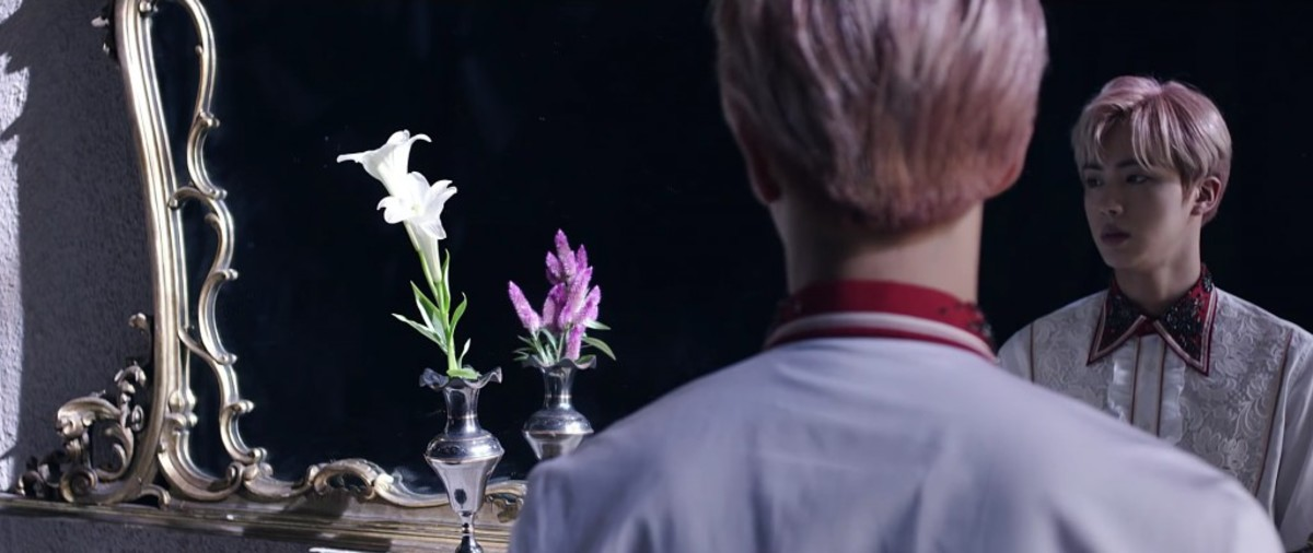 The white lilies which were reflecting in the mirror changed to gayfeathers.