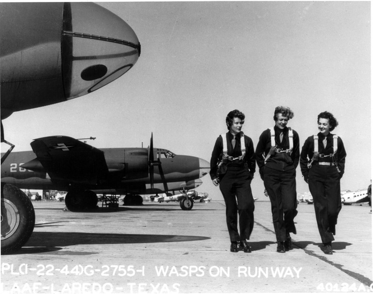 WASP pilots on the flight line.