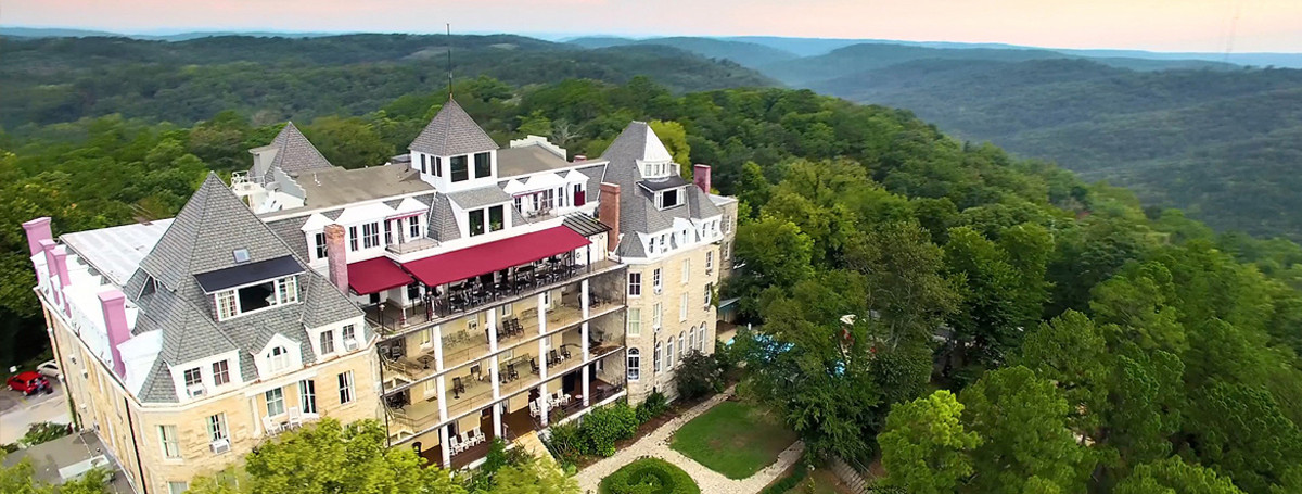 10 of the Scariest Haunted Hotels in America