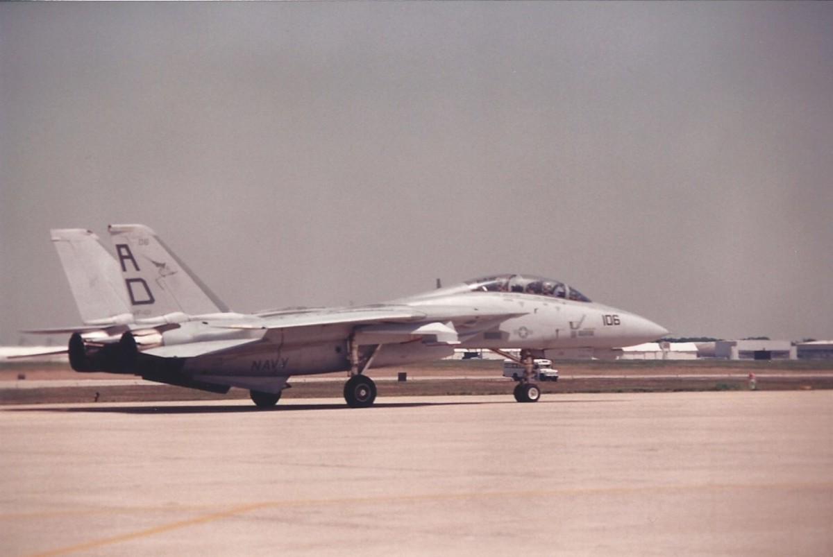 An F-14 taxis after a demonstration at Andrews AFB.