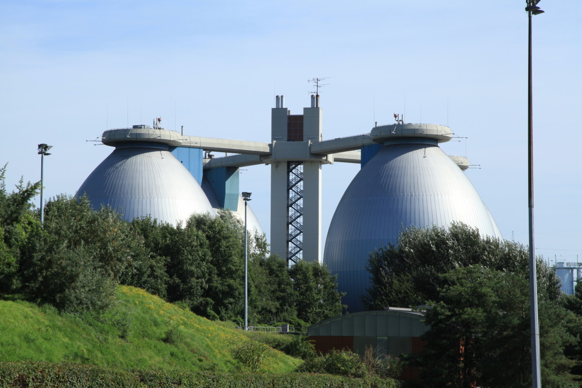 Large scale anaerobic digestion towers