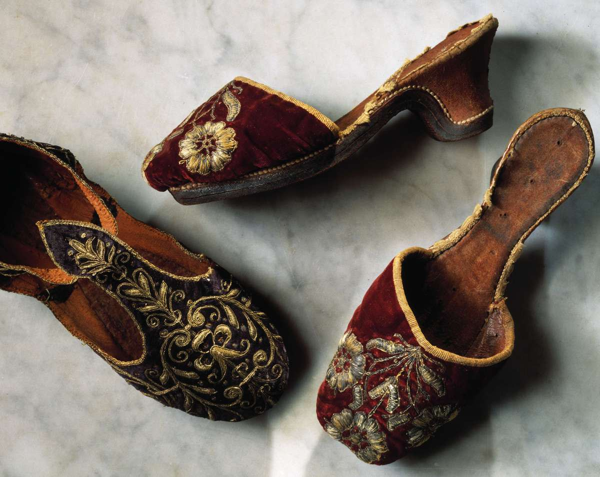 Backless pumps or mules of the 1600s