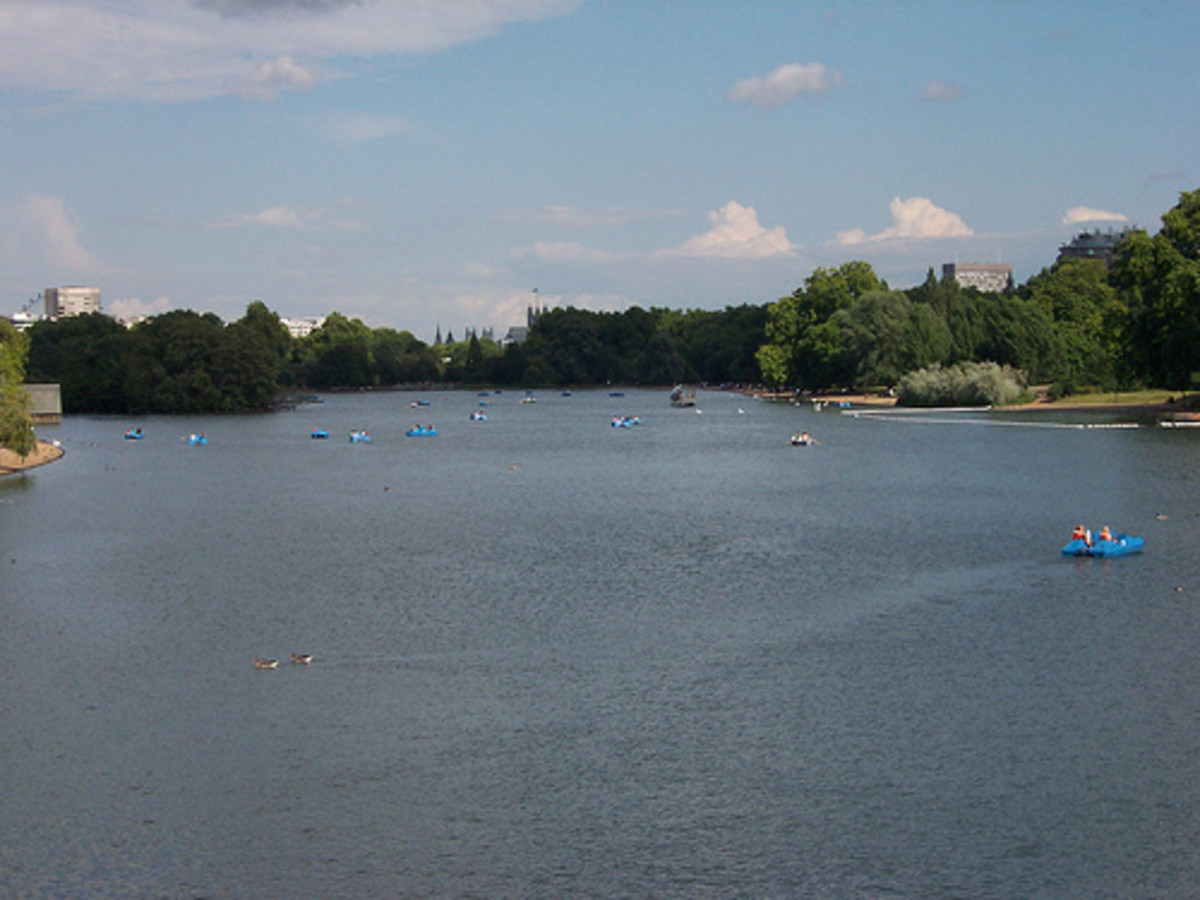 Boats on the Serpentine, Hyde Park. Copyright Loz Flowers @ Flickr