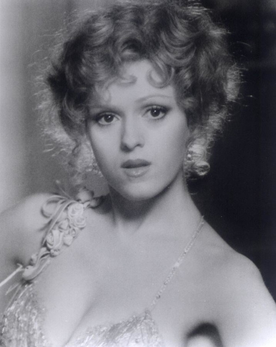 Bernadette Peters, Famous Sexy Redhead: Biography with Photos and Videos