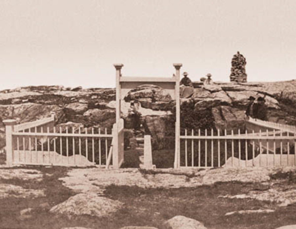 Originally the cemetery was surrounded in an iron raining with an arched opening, seen here likely after the opening the hotel on Star Island in 1873.