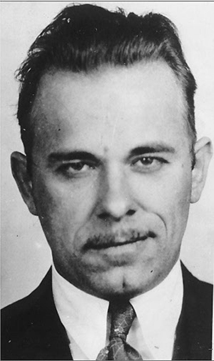 John Dillinger - Public Enemy - Photos of His Life And Death