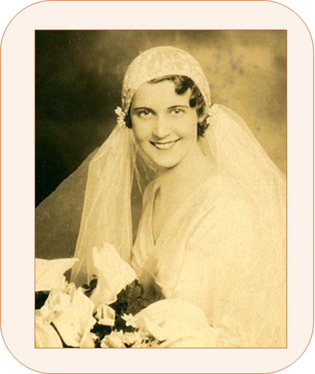 Antique bridal headpiece - Cloche cap wedding veil of the 1920s