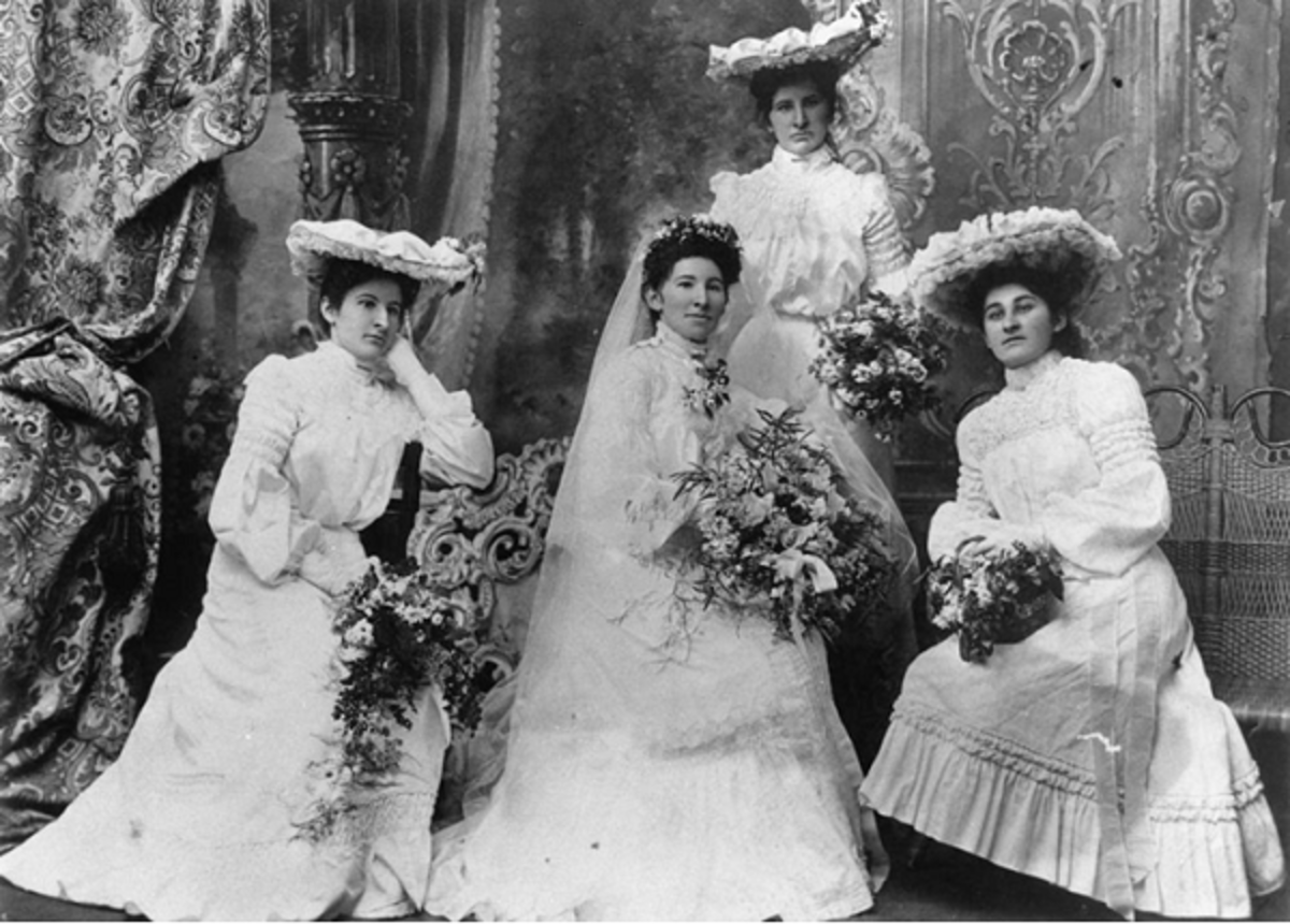 Turn of the century bride with her attendants - Edwardian era (1910)