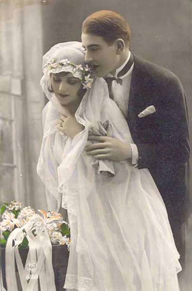 Antique-inspired wedding veil with a bonnet upper and large long veil as the attachment.