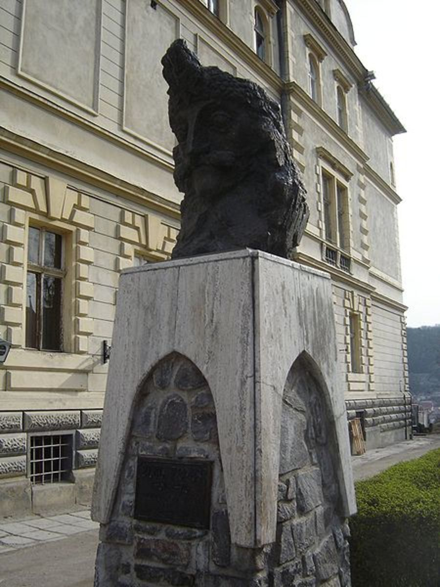 A Bust And Monument of Vlad the Impaler.