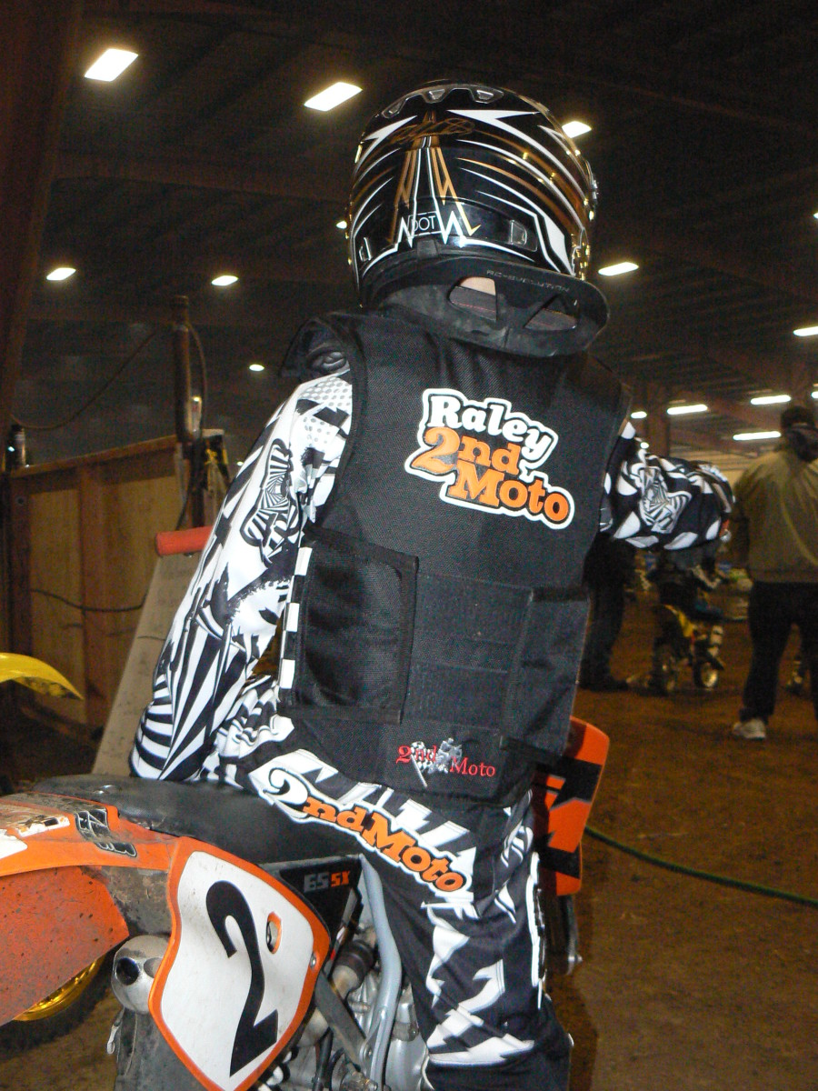 Comfortable fit with 2ndMoto LLC 2MV vest and EVS neck brace