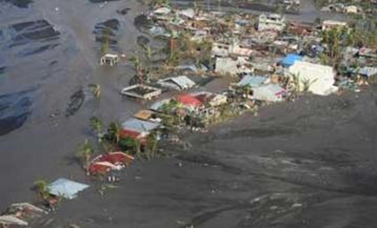 Typhoon Reming's onslaught in Bicol Region in the Philippines. Pix from bulatlat.com.