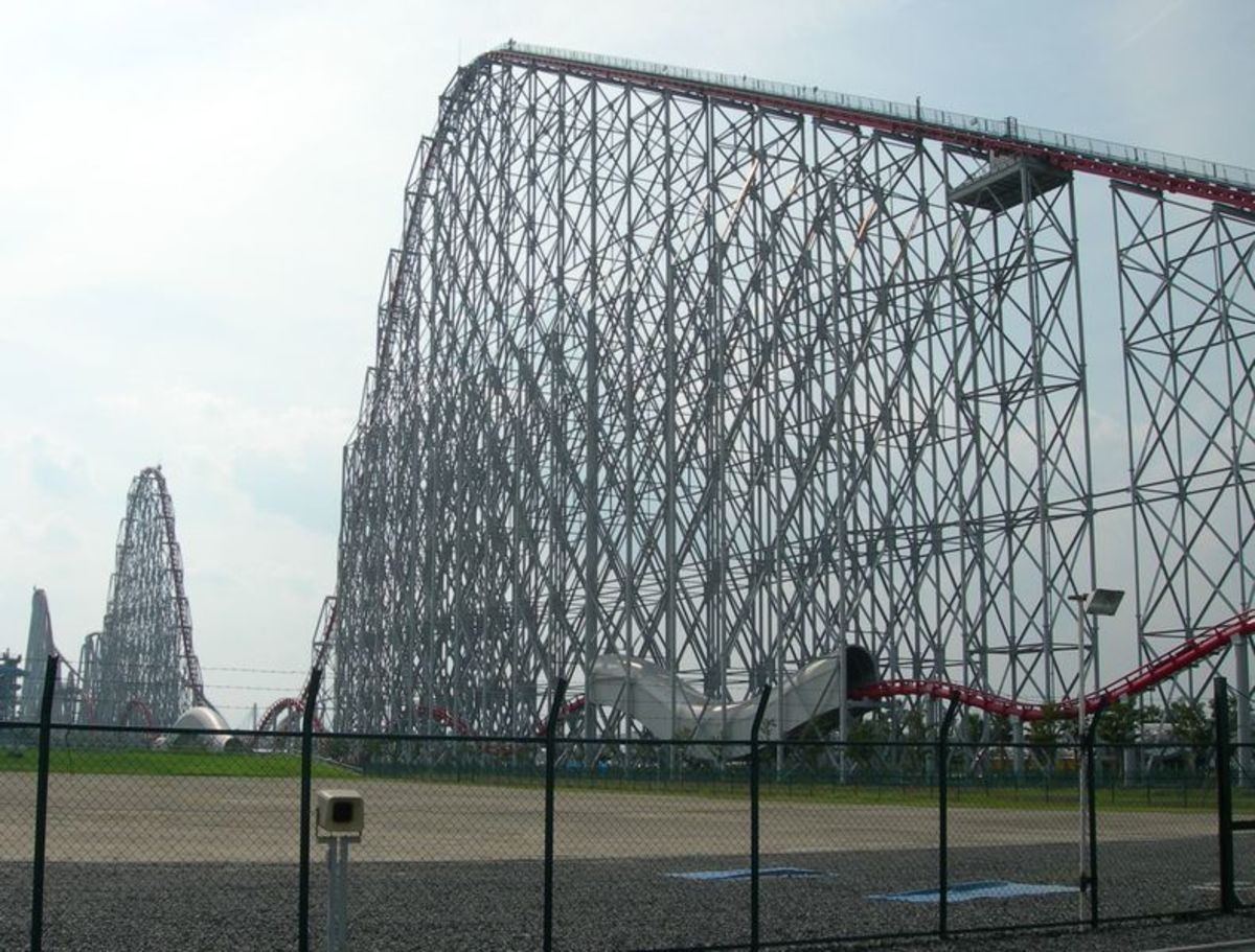 Steel Dragon 2000 roller coaster at Nagashima Spaland in September 2005 (courtesy of Wikipedia)
