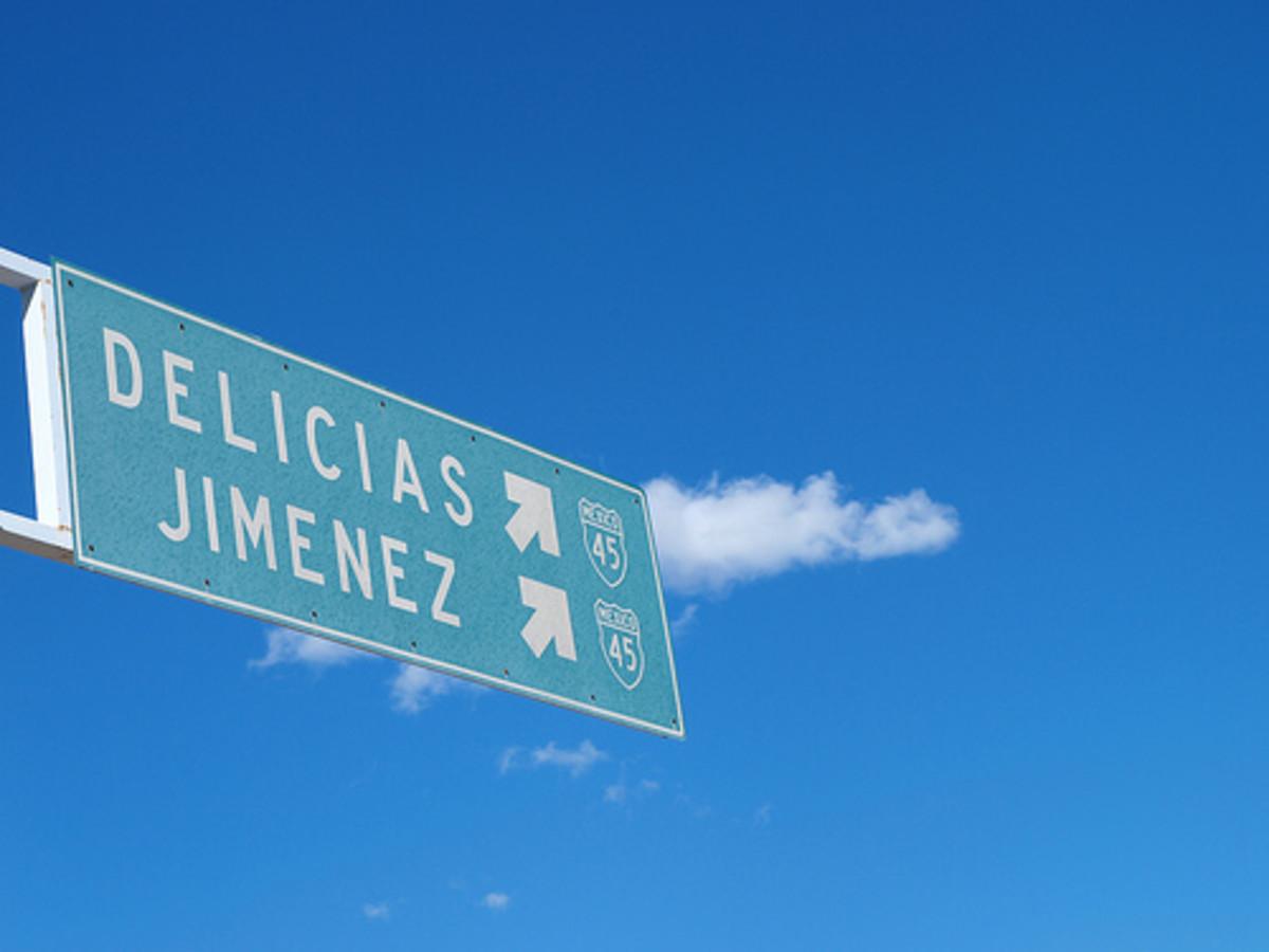 Delicias sign
