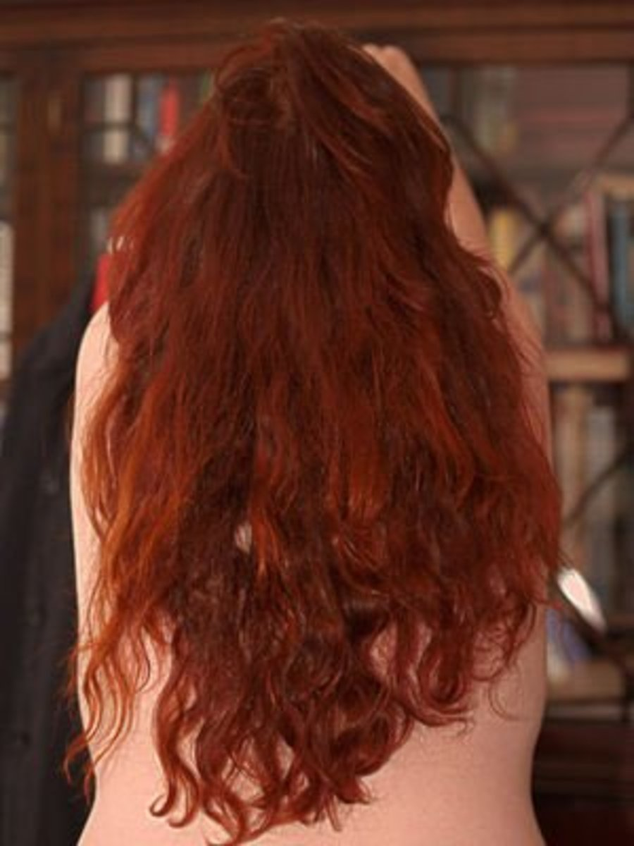 Henna red does not fade like traditional red hair dyes.