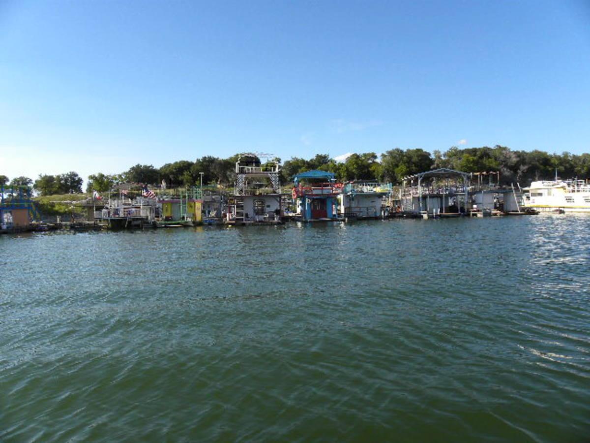 House Boats at Pier 36 Belton Lake TX