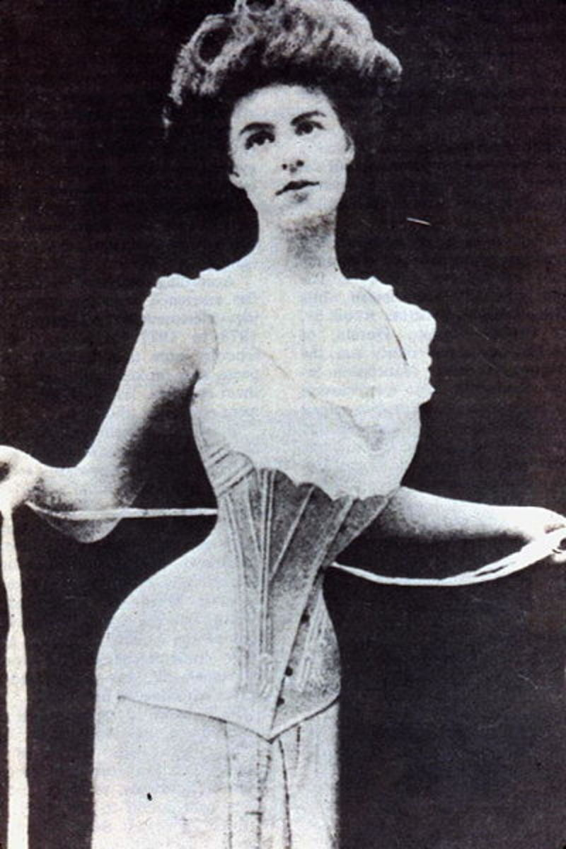 The ideal women in the early 1900 with no stomach!