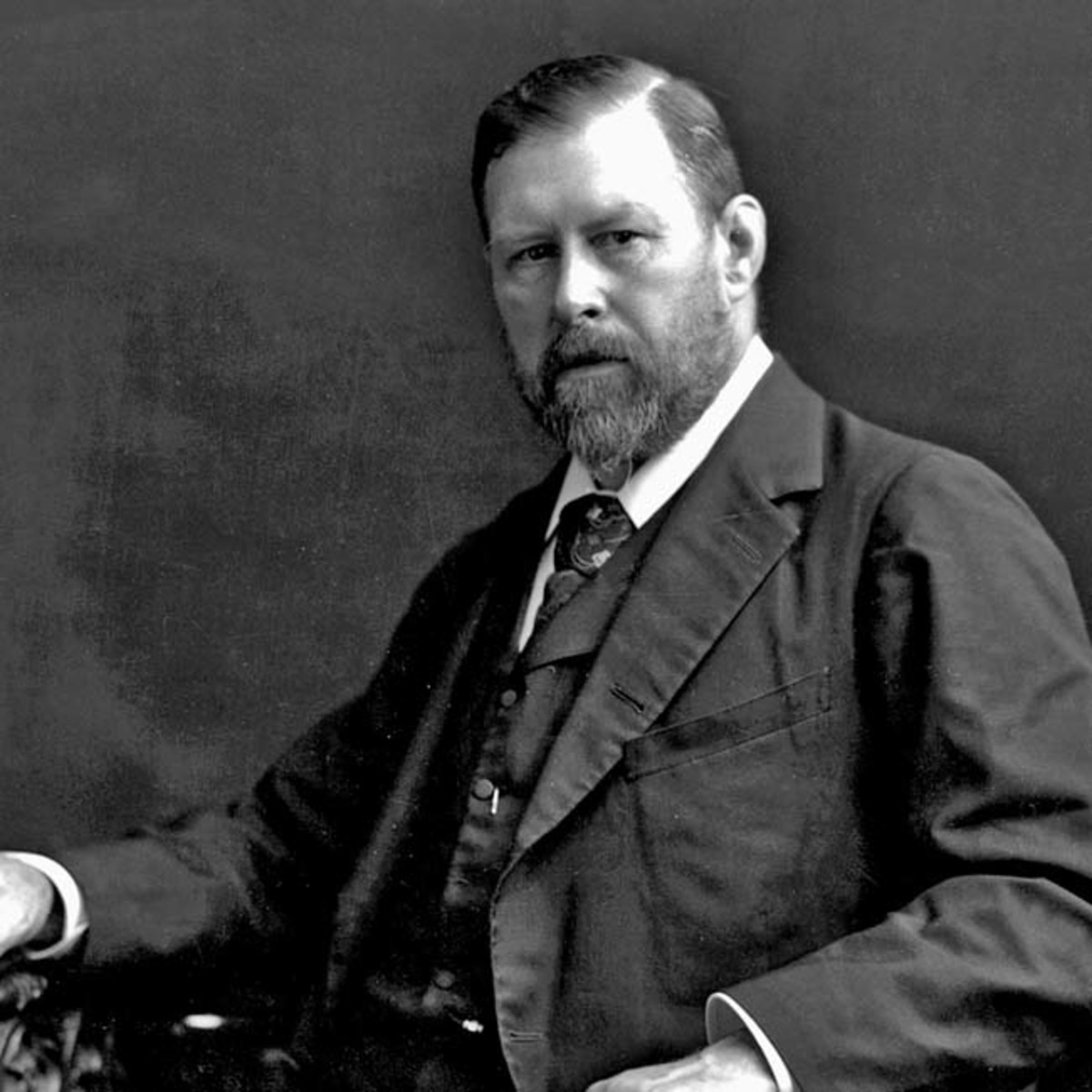 'Bram woz 'ere'. The Irish author Abraham 'Bram' Stoker in enigmatic pose