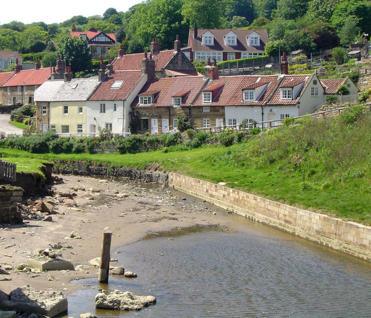 Cottages at Sandsend, one of which was where James Cook lived when apprenticed to John Walker, ship owner of Whitby
