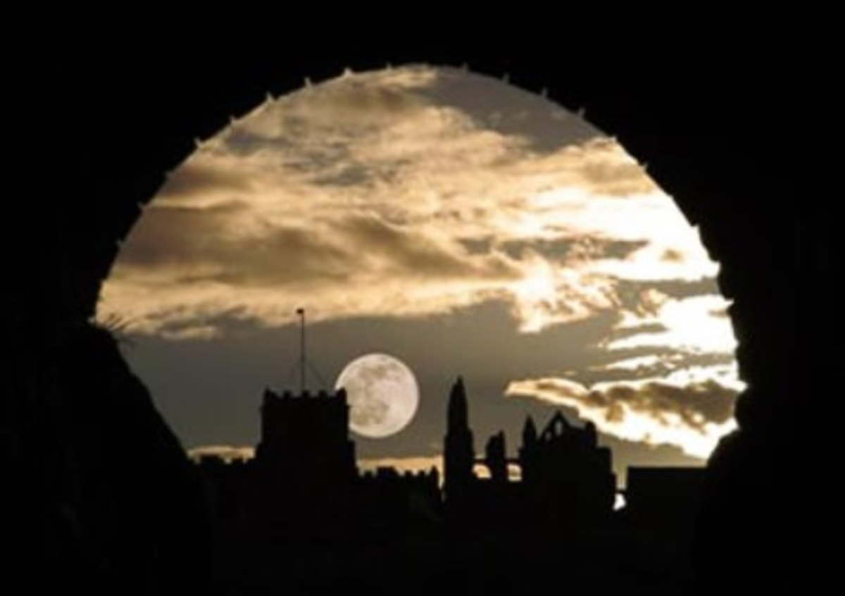 Moonlit Whitby - it's too easy to imagine Dracula never left... we'', he hasn't really (see below)