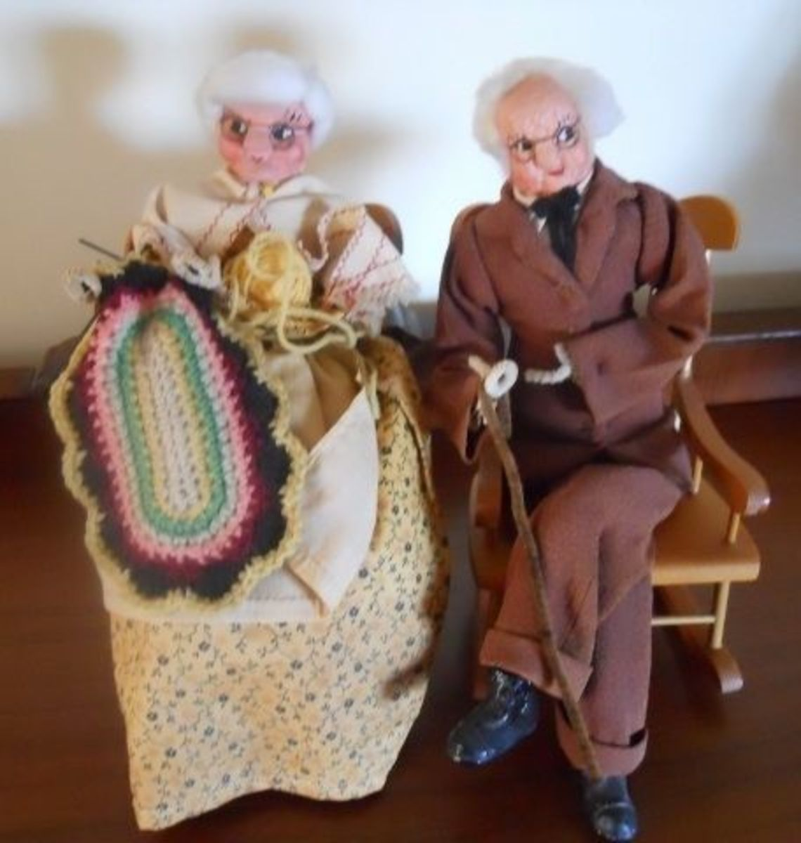 Pennsylvania-Dutch-Dolls