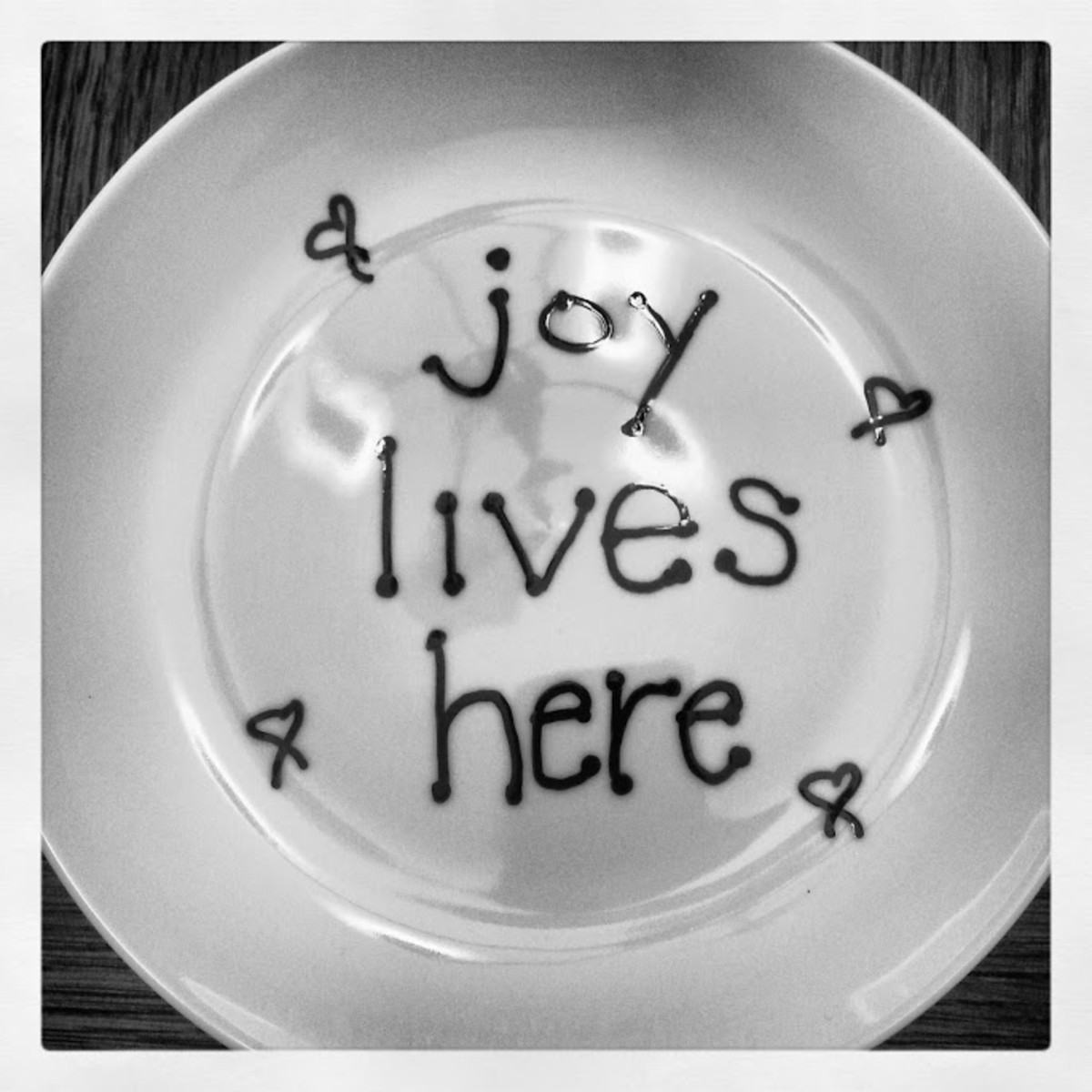 An example of an easy-to-do painted plate that made a great gift.