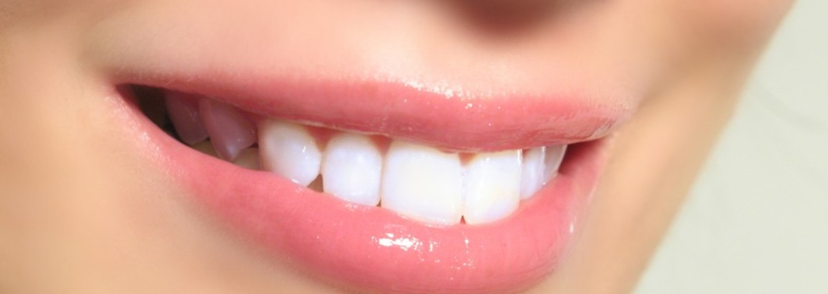 Healthy Smile. Raisins contain healthy vitamins that help cleanse teeth and destroy bacteria.