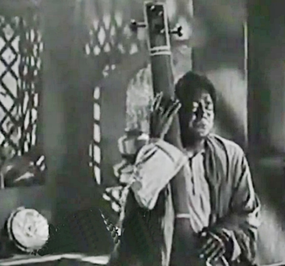 An excellent example of Raag Ahir Bhairav. It has two versions, the first one by S.D. Batish (featured on Kanhaiya Lal) followed by the main version featured on Ashok Kumar.