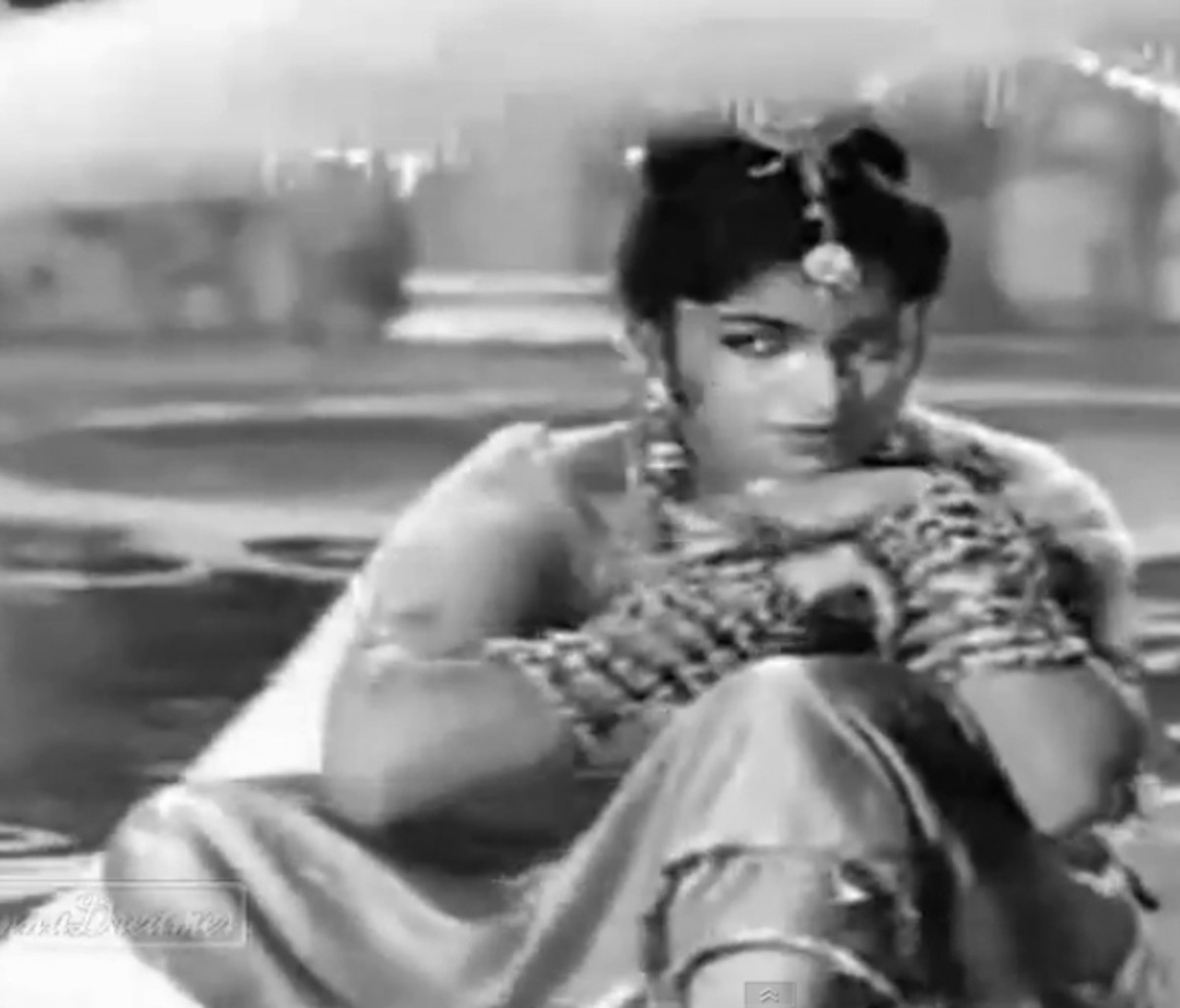One of the greatest classical songs of Bollywood, this combines a great rendition with a mesmerizing dance performance by a dancer, who was not even credited!