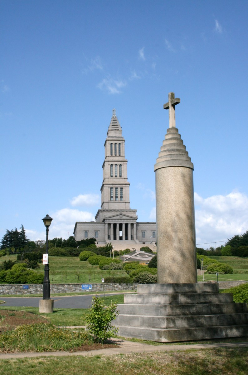 The George Washington Masonic Temple from Union Station. The memorial to Alexandria's war dead in the foreground was created from a rejected Temple column.