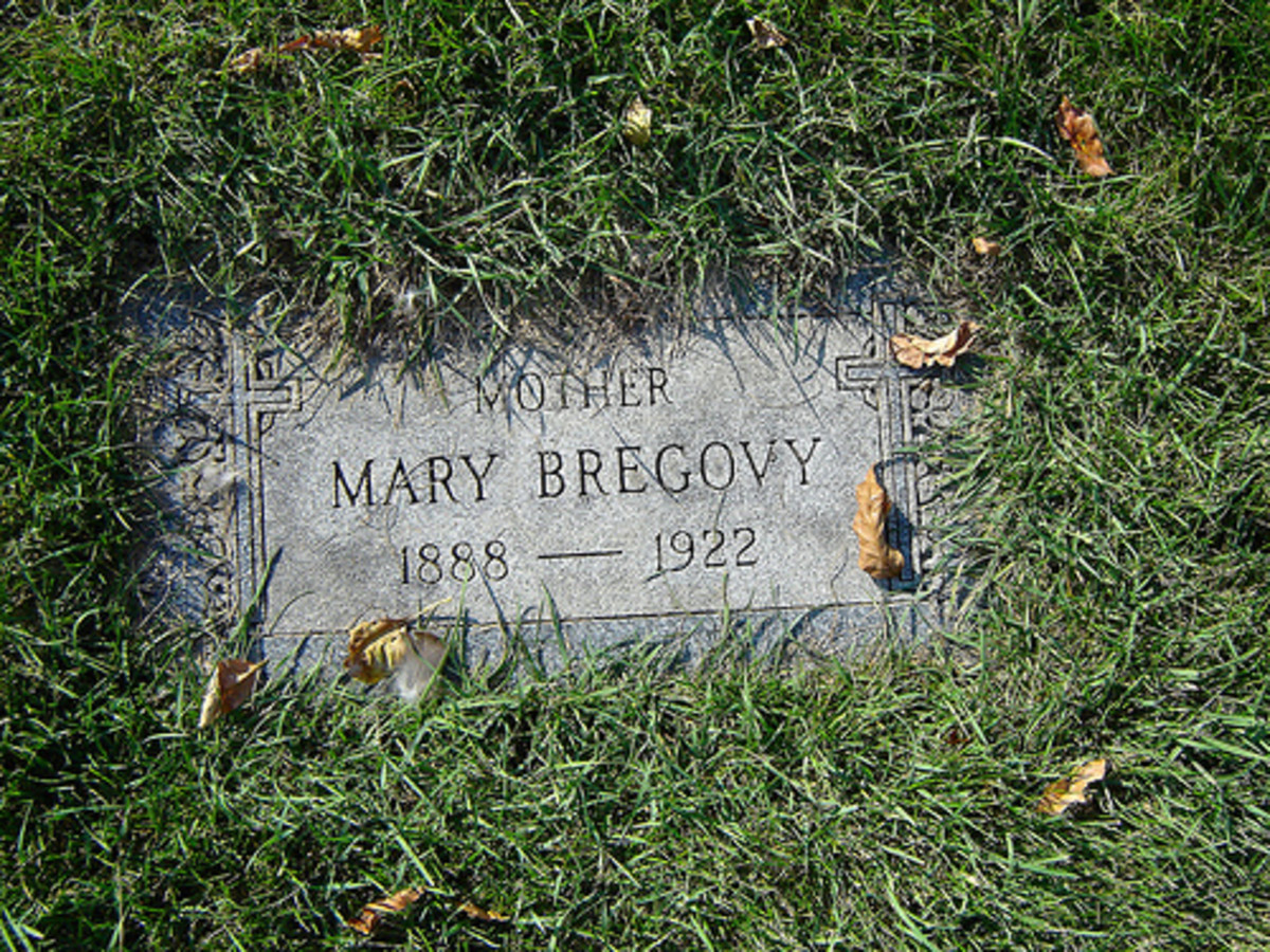 What is thought to be Resurrection Mary's Grave