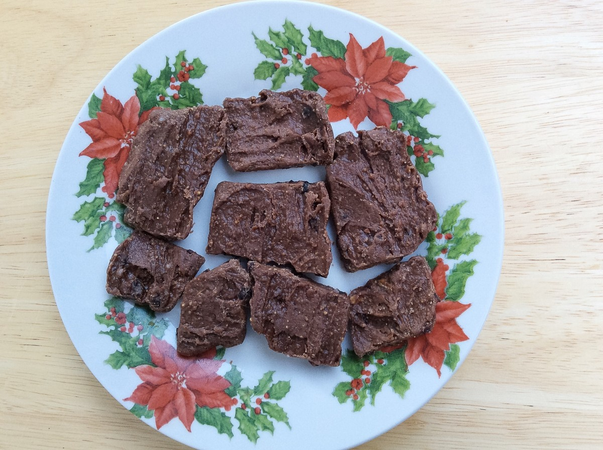 """""""Rustic"""" chocolate bark with crunchy peanut butter and currants"""
