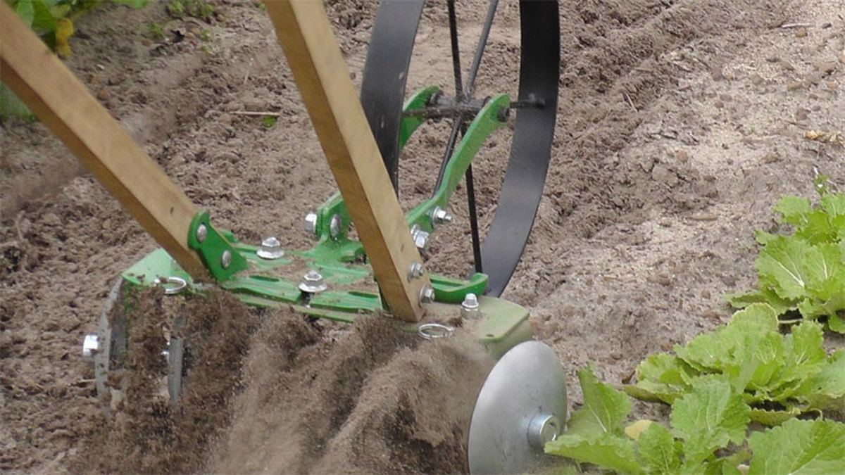 Harrow Disk attachment will fit either the single or double wheel cultivators.