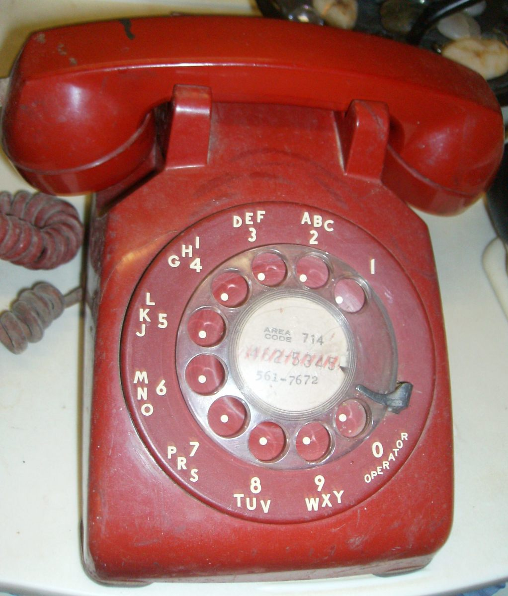 Advantages of Landline Phones - Should You Keep Your Home Telephone Service?