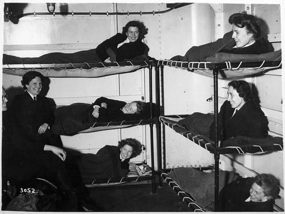 Wrens billeted to bunks in a naval base.  It must have all felt so different to home but look at their smiles.  Life was an adventure.