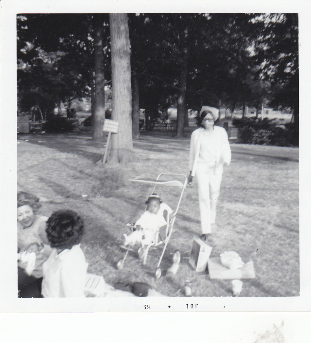 A  picnic where Willie gathered with friends and family in the early 1960's.