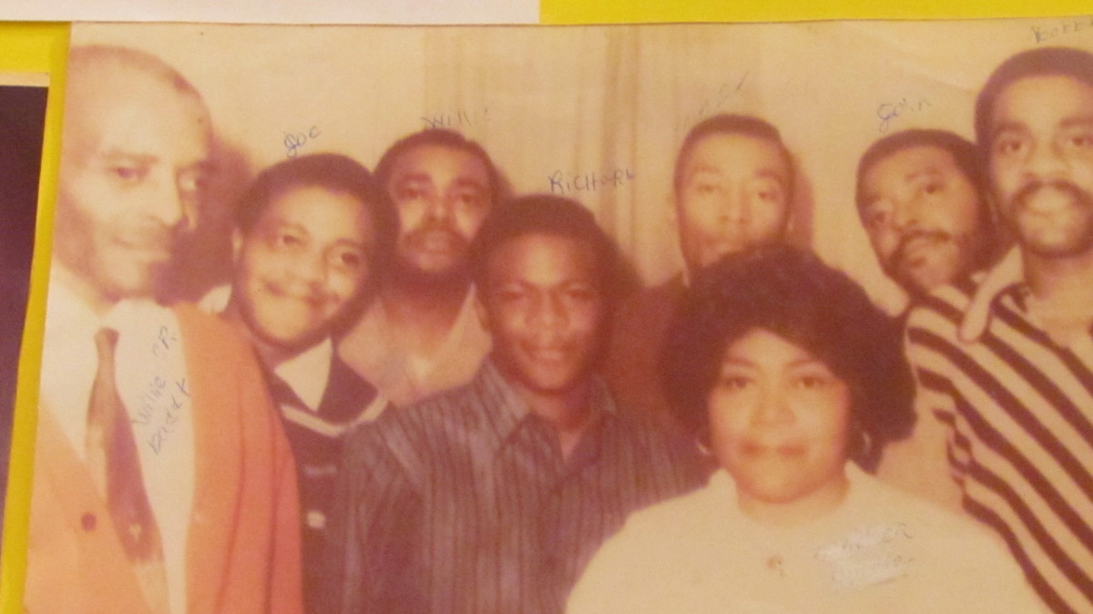 A photo of now deceased Willie (June) Platt, his father Will, mother Golda and his  brothers Mac, Joe, Bobbie, Johnny and Richard . He also had two sisters that are not in the photo,
