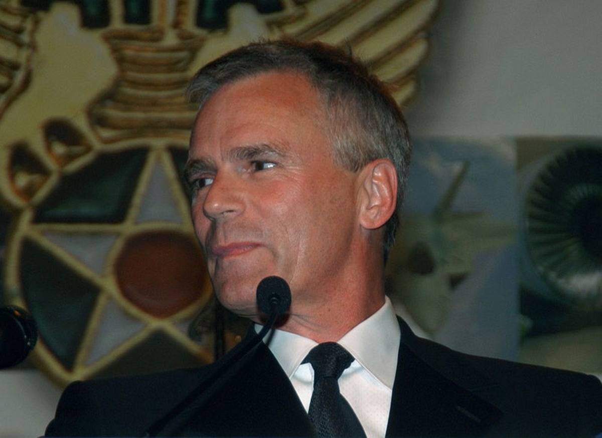 Richard Dean Anderson was made an honorary USAF Brigadier General by General John P. Jumper in 2004 for his work in TV's Stargate SG-1 for his positive portrayal of the USAF.