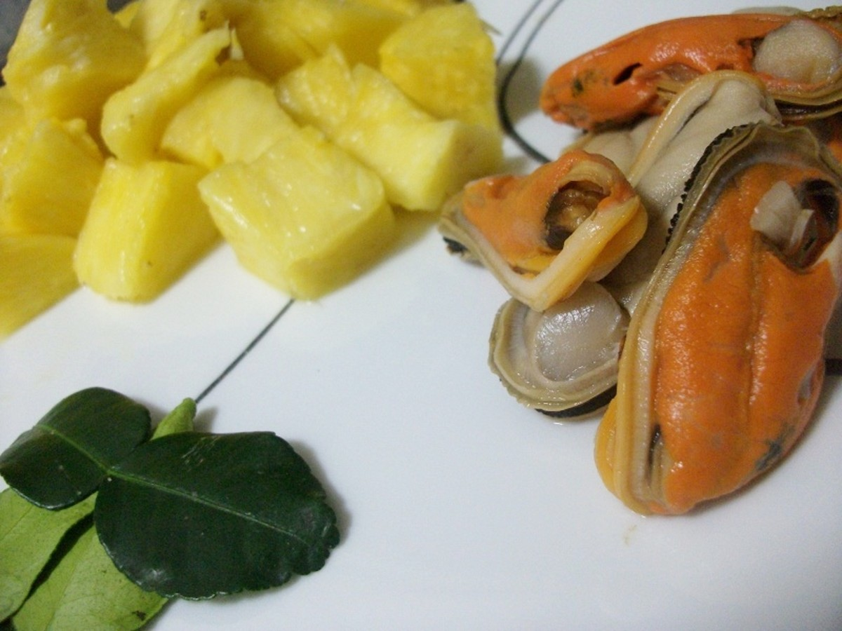Pineapple, Mussels and Kaffir Leaves