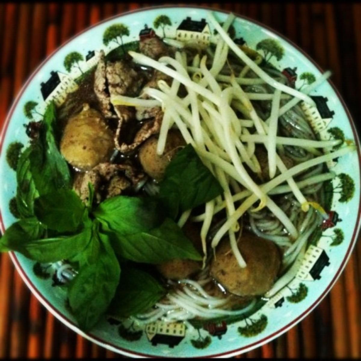 Thai Beef Noodle Soup - Kuay Teow Rhua