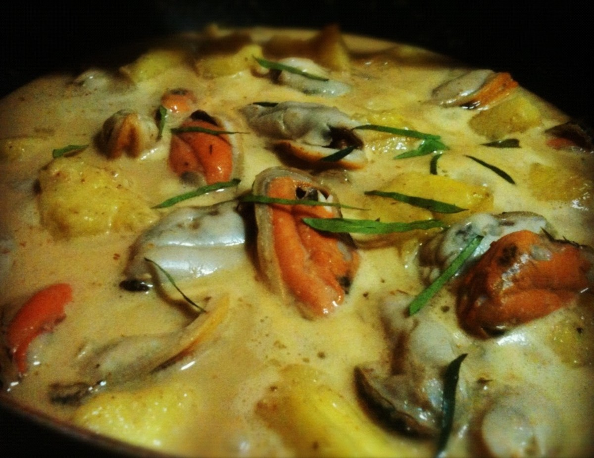 Thai Curry Mussels with Pineapple