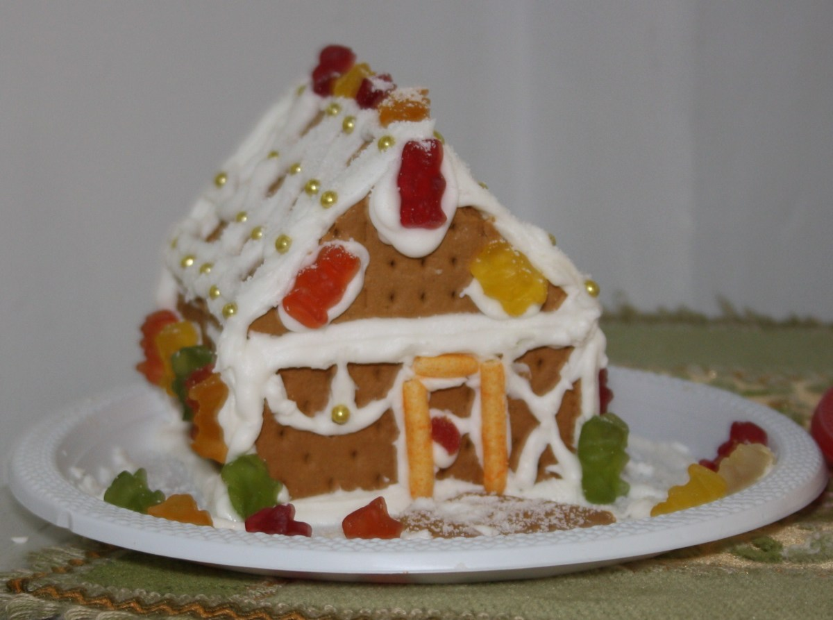 Another Graham Crackers Gingerbread House with Haribo gums candies and golden sugar dots decoration.